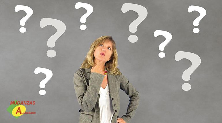 Chica preguntándose: ¿Cuál es el precio aproximado de una mudanza?