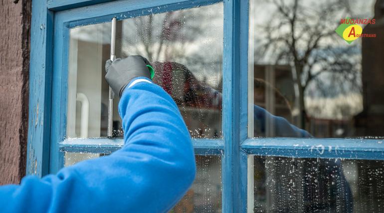 La limpieza de ventanas antes de una mudanza será el toque clave para dejar la casa perfecta.