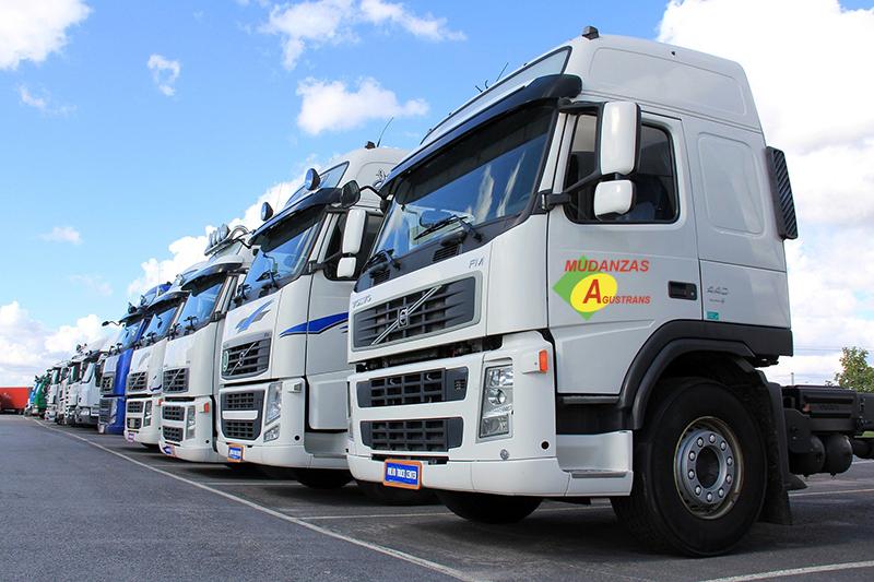 Camiones de mudanzas.