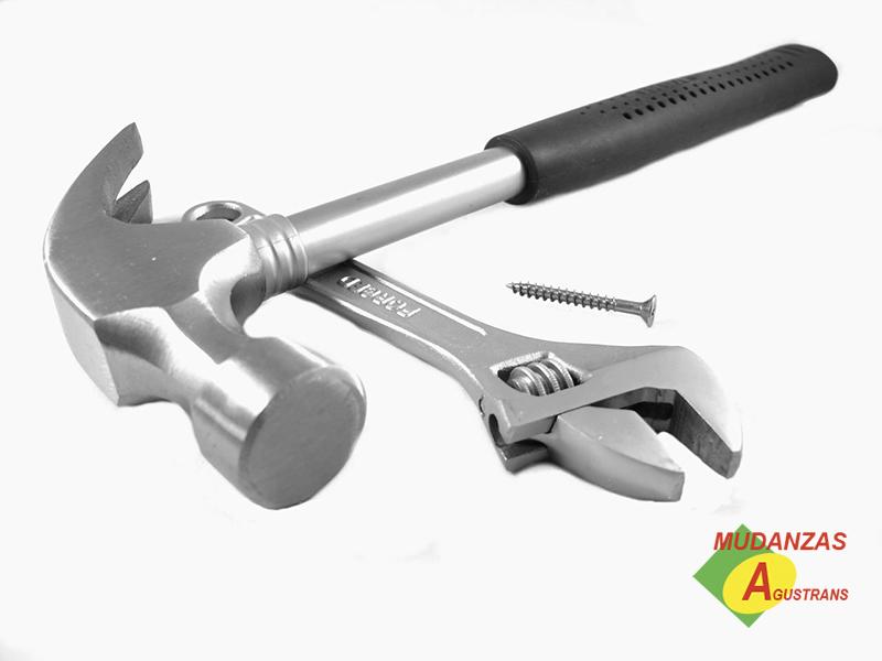 Herramientas necesarias para el montaje y desmontaje de muebles.